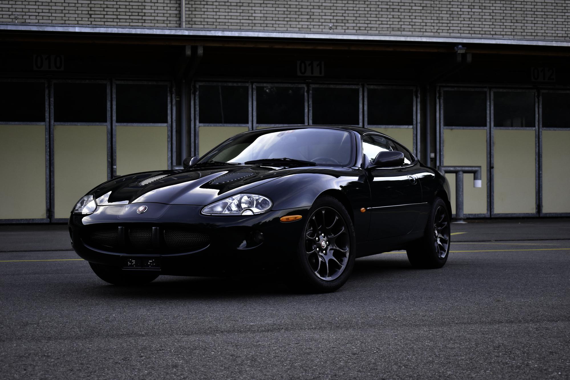 Auktionen Versteigerung 2000 Jaguar XKR Coupe 4.0 Ansicht von vorne oben