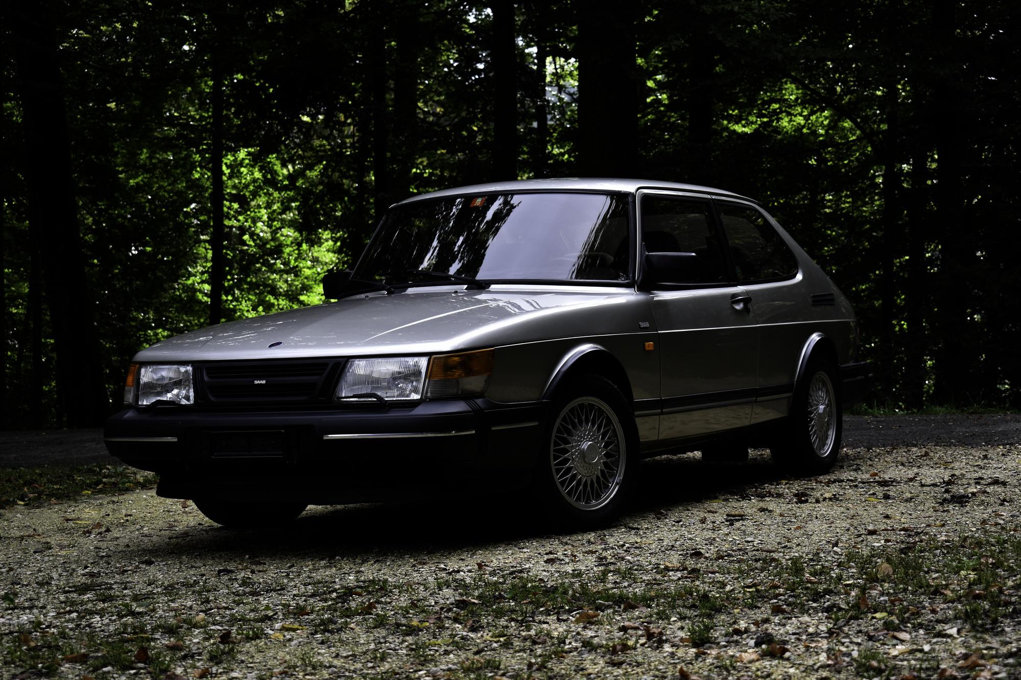 Auktionen Versteigerungen 1991 Saab 900 S Softturbo 16V seitliche Ansicht von vorne links
