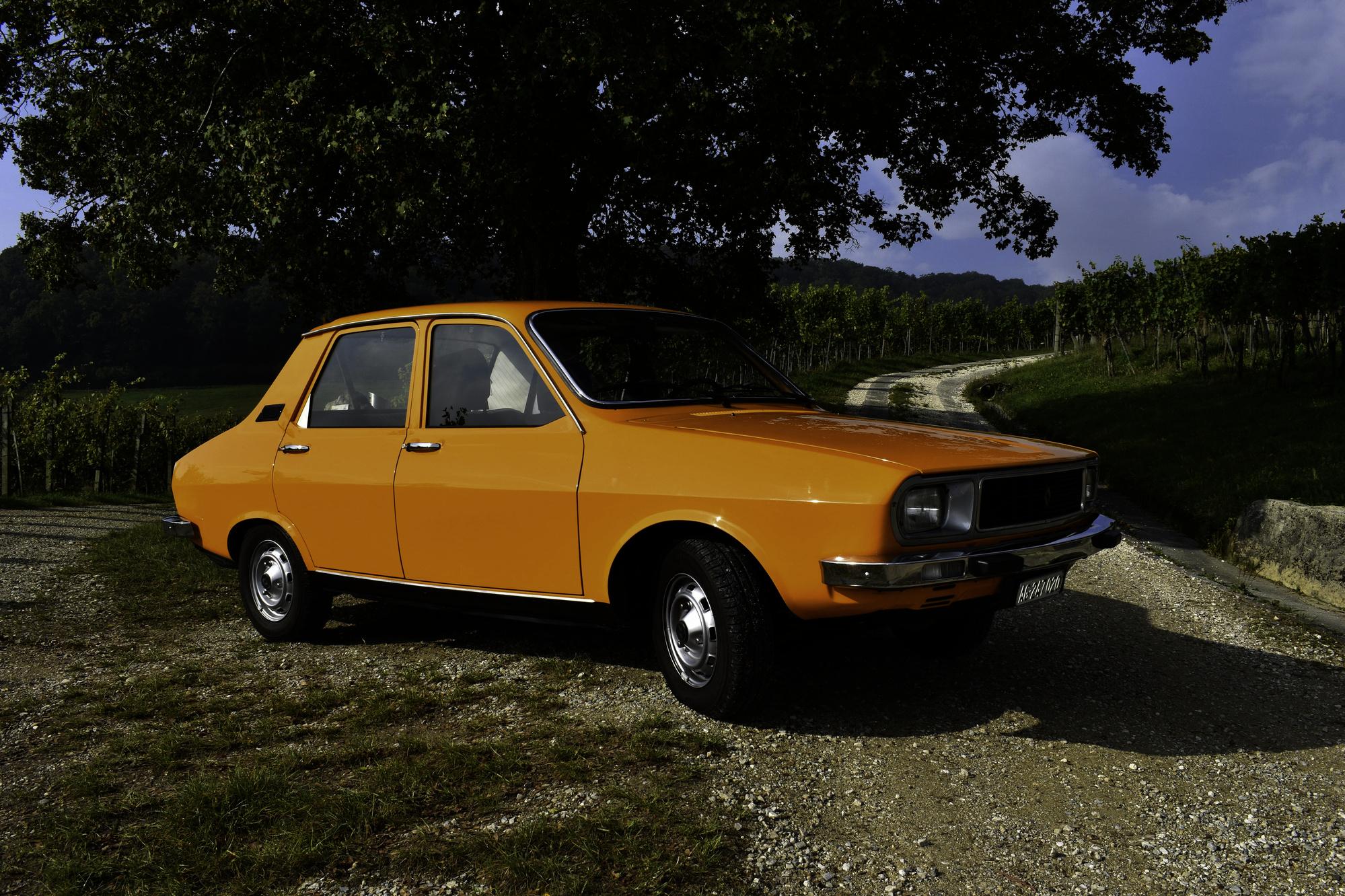 Auktionen Versteigerungen 1977 Renault 12 TL Ansicht von vorne in Rebbergen