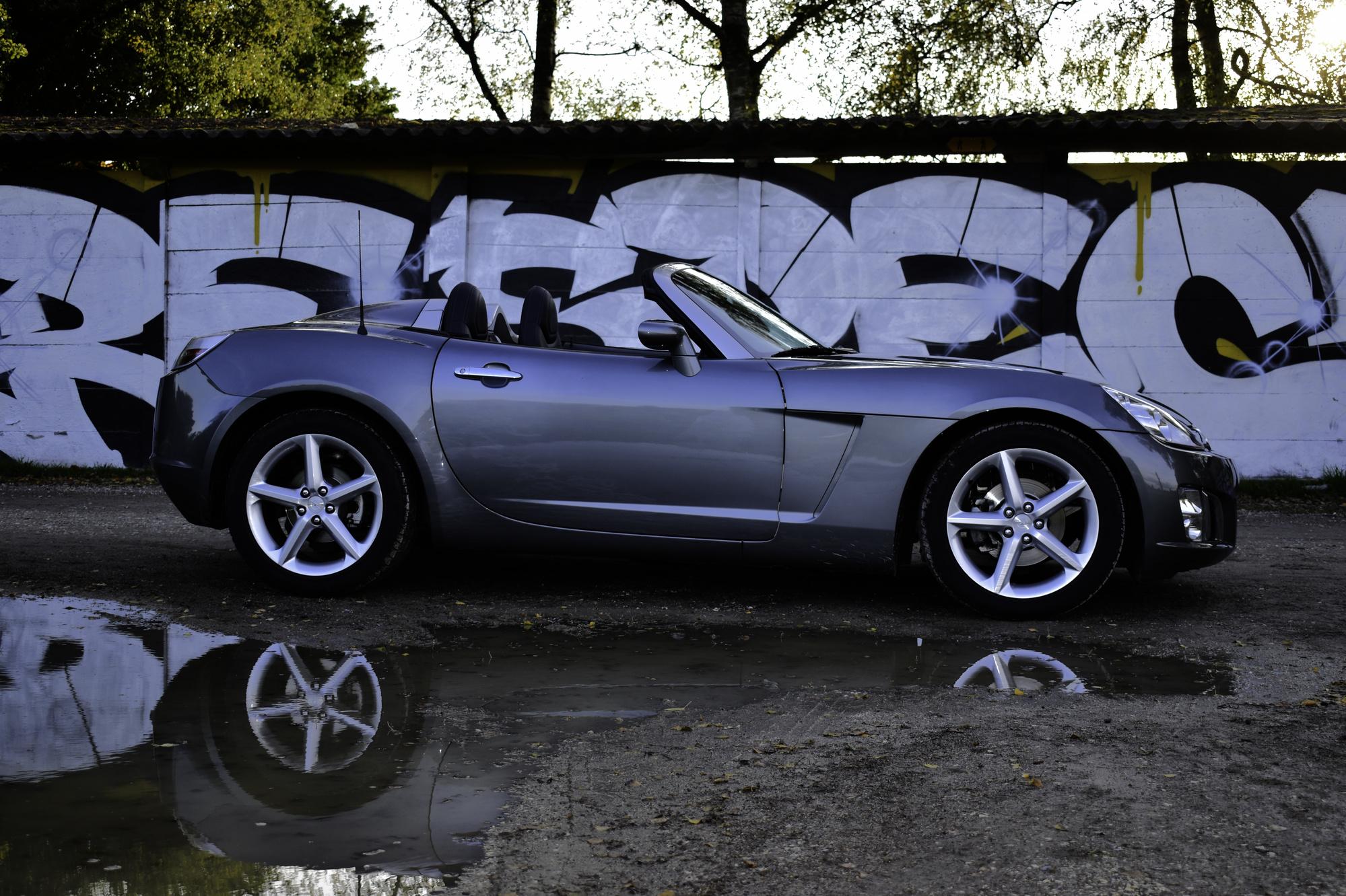 Auktion Versteigerung 2007 Opel GT 2.0 Turbo Dreiviertelansicht von vorne rechts