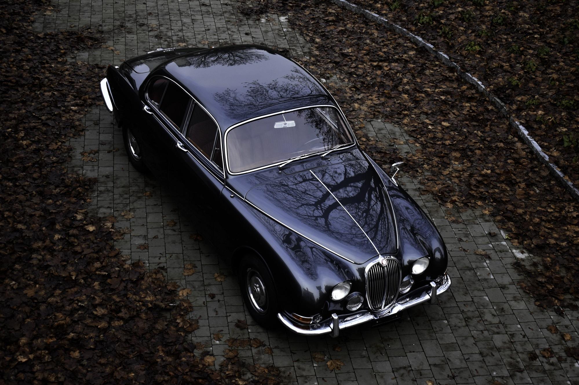 Versteigerung Auktion grauer 1966 Jaguar S-Type 3.8 Liter in Dreiviertelansicht von rechts vorne oben