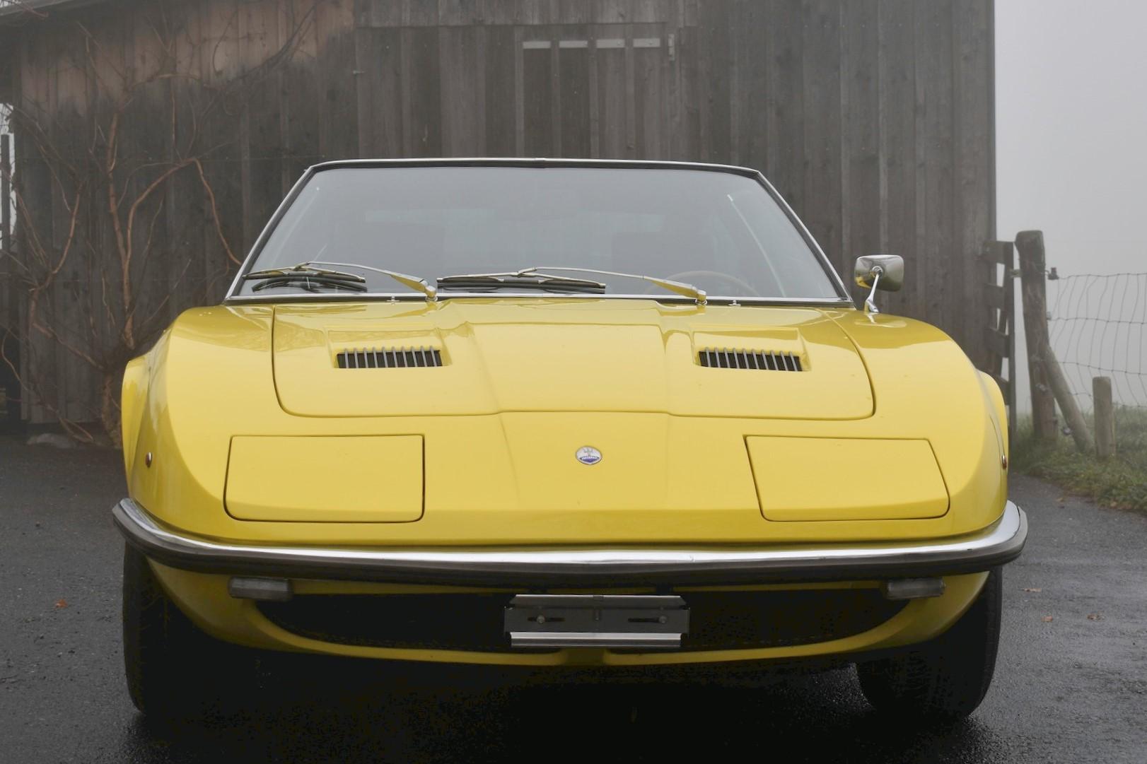Versteigerung Auktion gelber 1969 Maserati Indy 4200 AM 116 4.2 Liter Oldtimer in Frontansicht